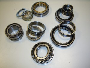 Cylindrical roller bearings with cage