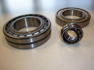 Rodamientos oscilantes con una o dos hileras de rodillos con agujero cilíndrico y cónico
